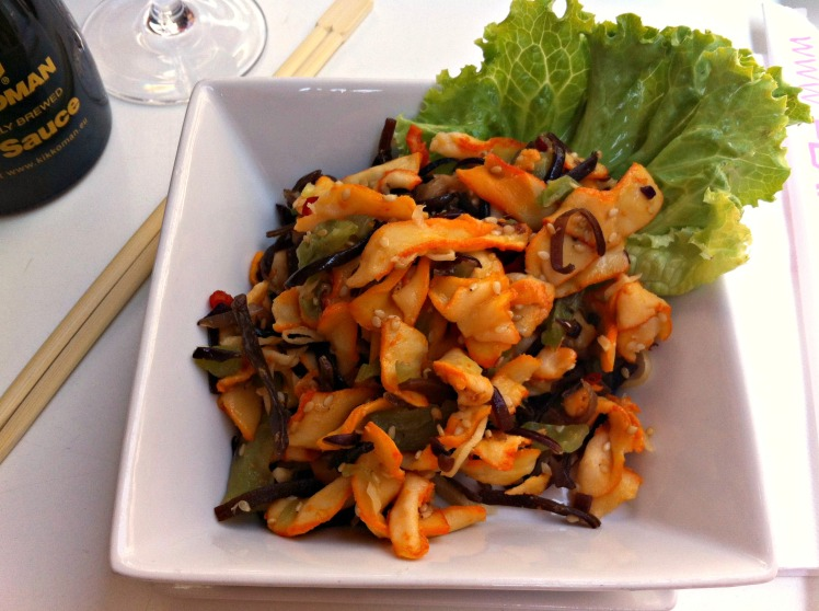 Salade de calamars, algues et sésame