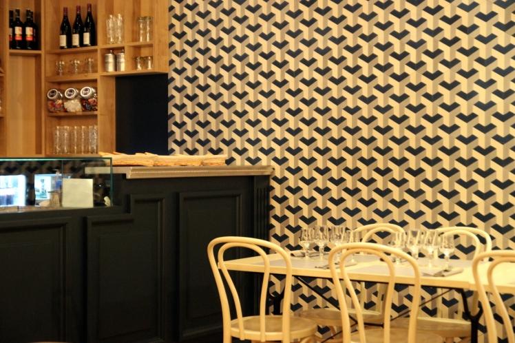 blog_cuisine_lyon_revelations_gourmandes_mozzato_salle_decor_comptoir_mozzarella