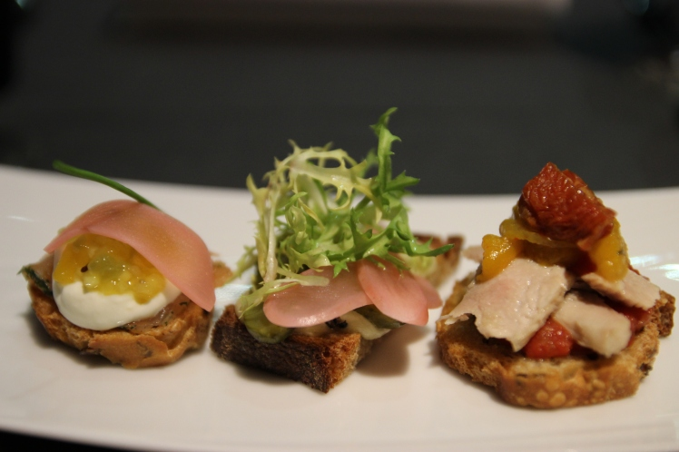 restaurant plethore balthazar mini tapas thon tomate gouda truffes saumon gravelax fruit passion