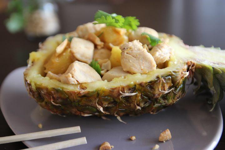 Blog-cuisine-lyon-revelations-gourmandes-ananas-poulet-asiatique-cacahuete