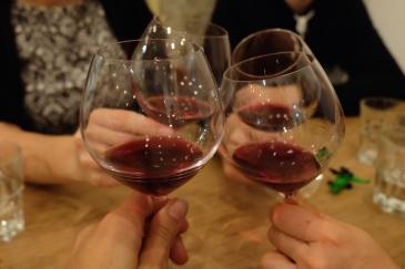 Blog-restaurant-bar-vin-Bones-bottles-cheers