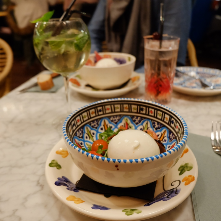 Gabriella_Lyon_mama_pizzeria_cocktails_restaurant_burrata_truffe