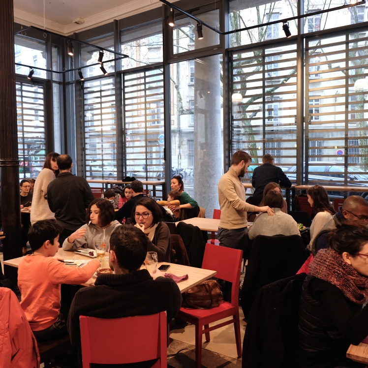 La_Martiniere_Halles_Lyon_food_court_restaurant_salle