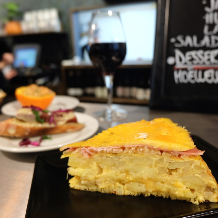 La_Martiniere_Halles_Lyon_food_court_restaurant_tortilla_vin_nature_local