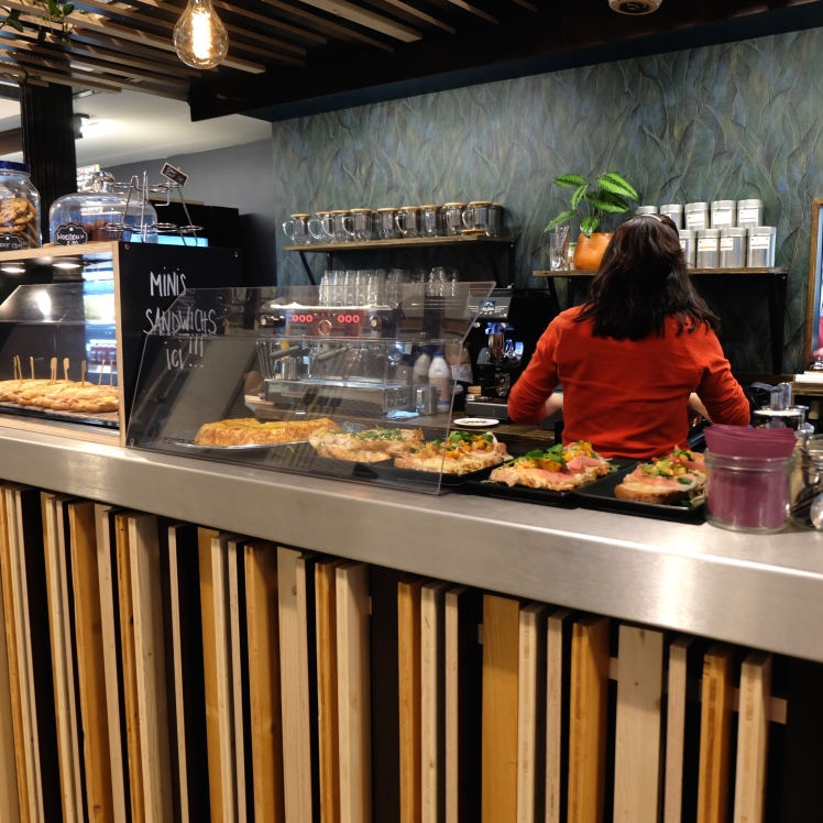 La_Martiniere_Halles_Lyon_food_court_restaurant_tortilla_vin_naturel